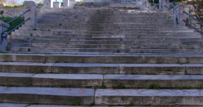 Στις σκάλες της Πατρέως
