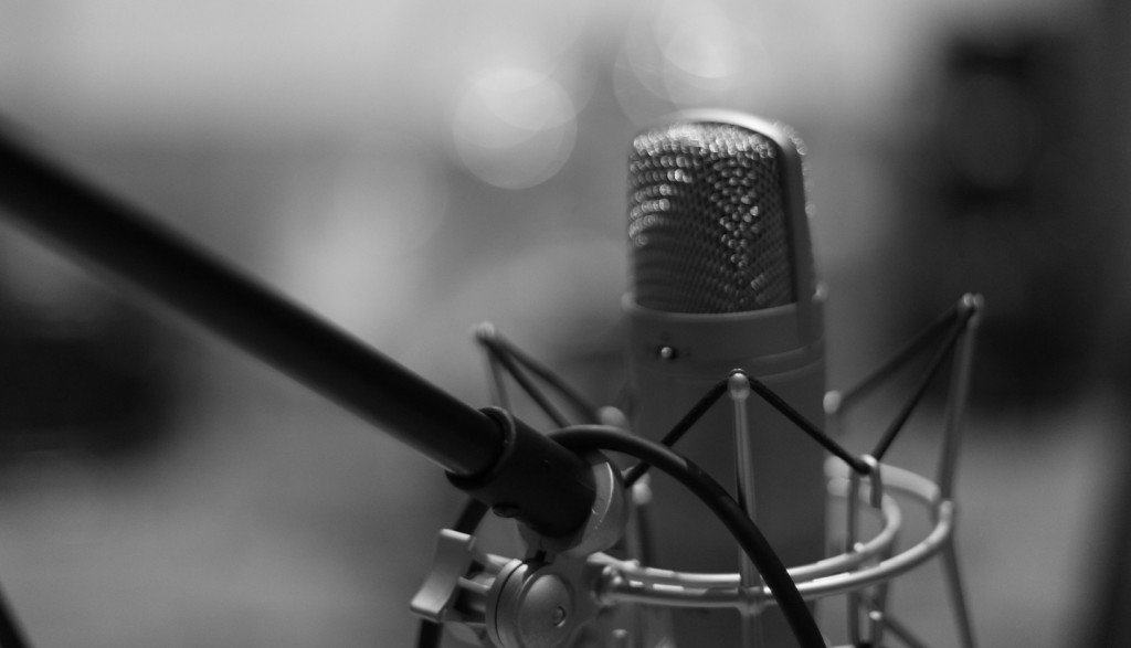 microphone-1003557_1920