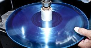 Πώς γεννιέται ένας δίσκος βινυλίου;