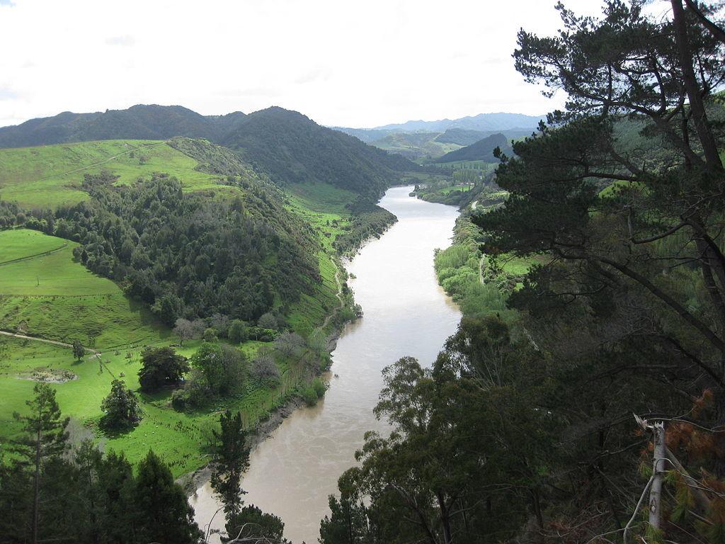 1024px-Whanganui_River_-_New_Zealand
