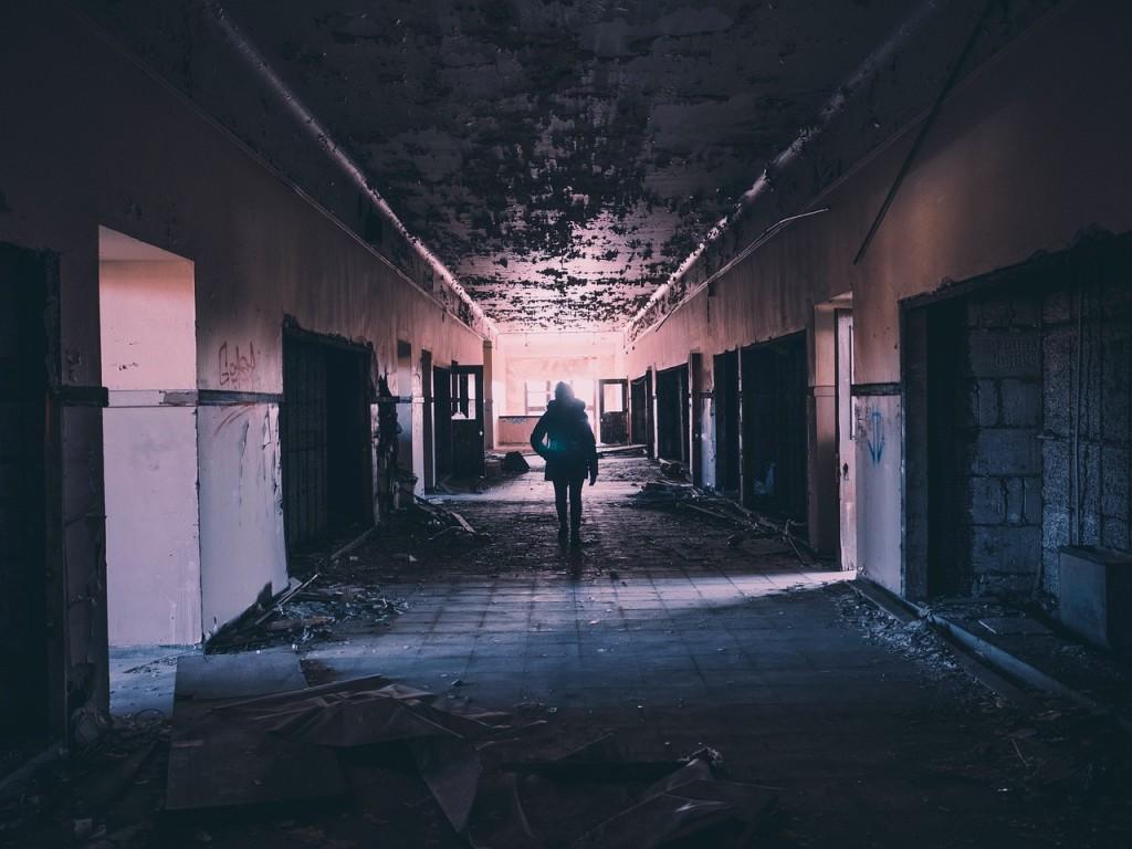 hallway-1245845_1280