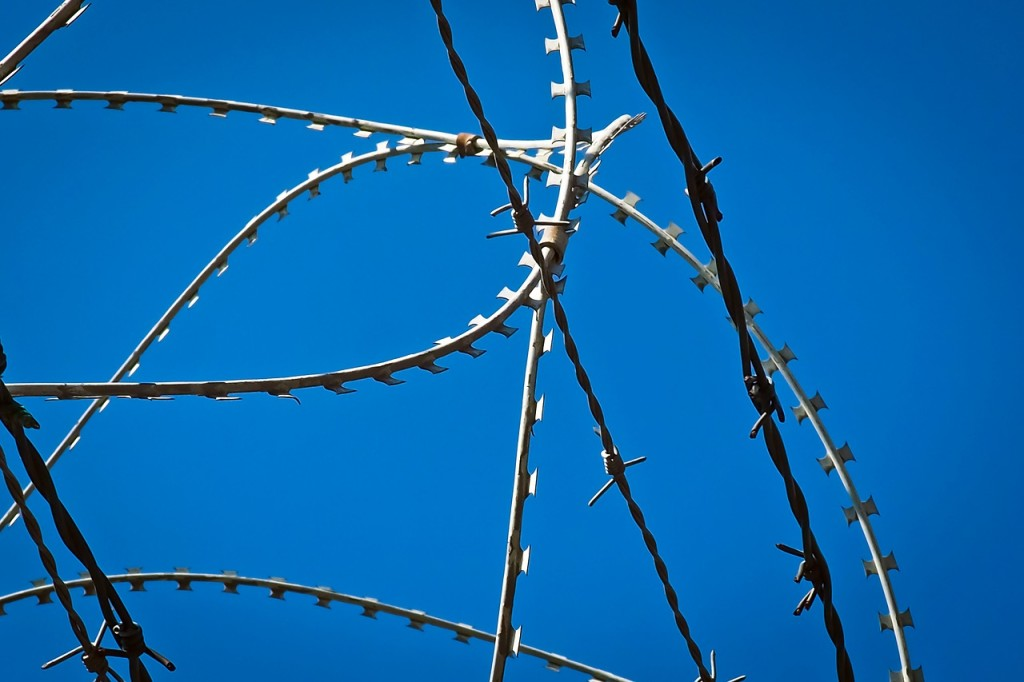 barbed-wire-1675913_1280