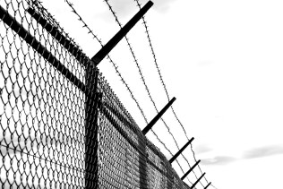barbed-wire-1589178_1920