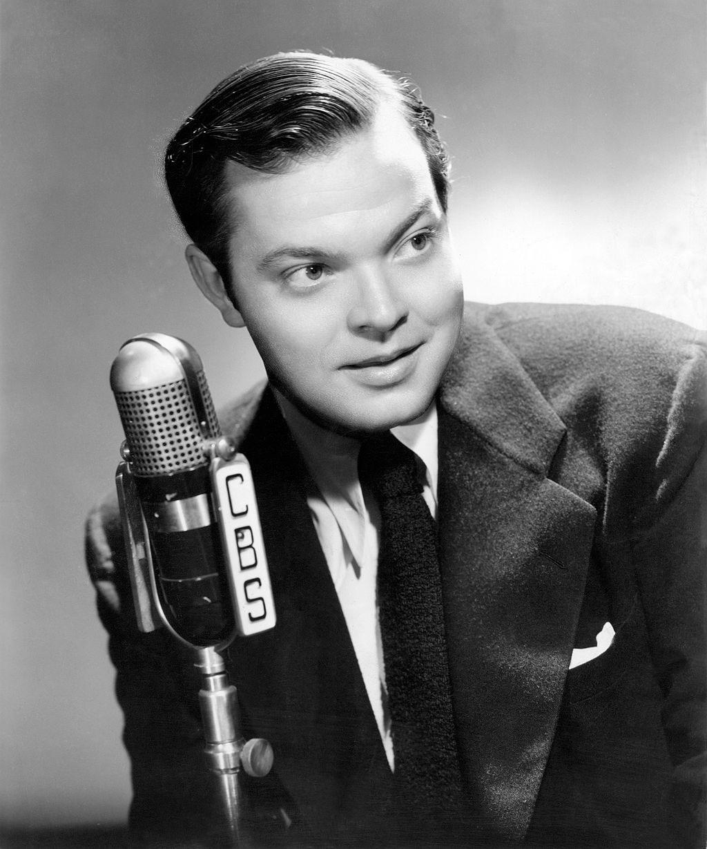 1024px-Orson-Welles-Show-1941
