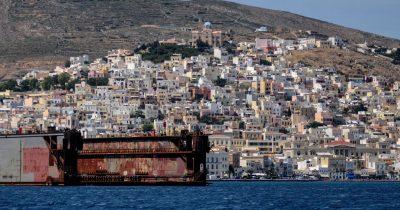 Η «εξυγίανση» του Νεωρίου στα θολά νερά της ανάπτυξης, με προκλητικό κούρεμα χρεών από το Δήμο Σύρου