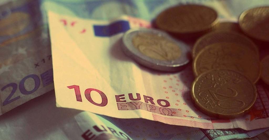 money-926631_1280