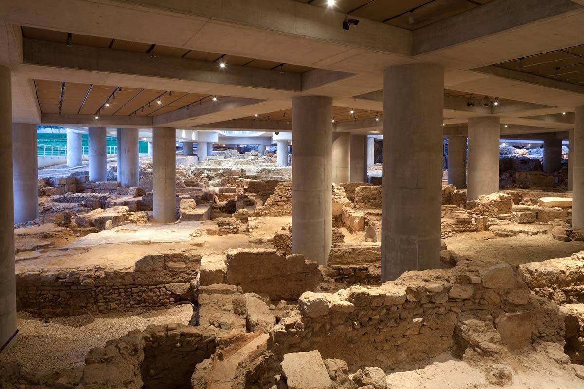 4.Άποψη της αρχαιολογικής ανασκαφής στη βάση του Μουσείου © Μουσείο Ακρόπολης. Φωτογραφία: Νίκος Δανιηλίδης