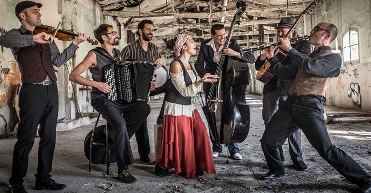 Barcelona Gipsy balKan Orchestra 1
