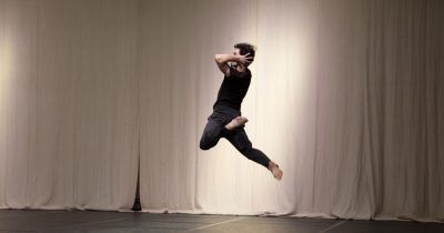 """«Κάτι Ανοίγει» - Παράσταση σύγχρονου χορού από τον Χάρη Γκέκα και την ομάδα  """"Strates"""" στο Διεθνές Φεστιβάλ Πάτρας 2019"""