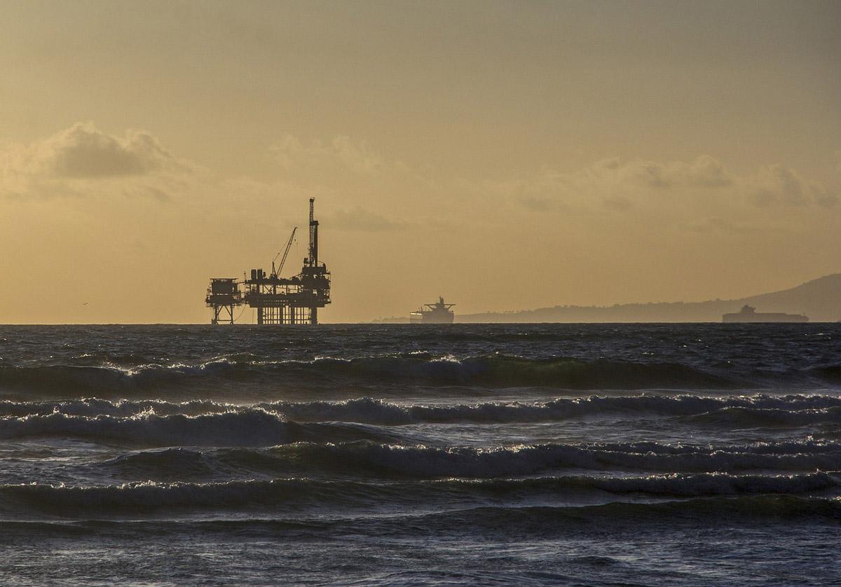 oil-platform-484859_1280-(1)