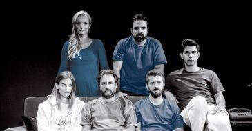 9 τελευταίες παραστάσεις για τον «Χαρτοπόλεμο» στο Μικρό Γκλόρια