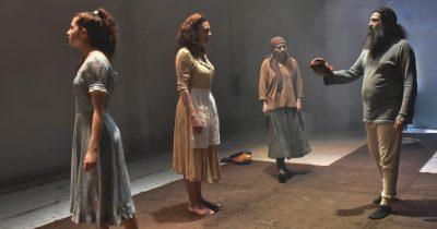 «Γέρμα» σε σκηνοθεσία Θανάση Σαράντου - Μόνη και έρημη σαν σπόρος βαθιά μέσα στη γη