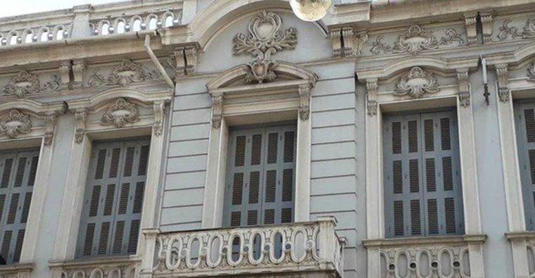 Η έκθεση «Πόλισμα δόμων και πολιτισμού. Η Πάτρα μέσα από τον φακό του αρχιτέκτονα Μιχάλη Δωρή» επιστρέφει στη Δημοτική Πινακοθήκη