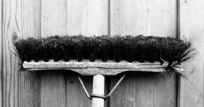 Απλήρωτες παραμένουν χιλιάδες σχολικές καθαρίστριες, από την αρχή της σχολικής χρονιάς