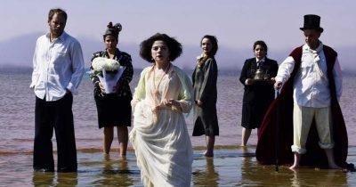 Η «Έντα Γκάμπλερ» του Ίψεν σε σκηνοθεσία Νίκου Καμτσή στη σκηνή του στο θέατρο Τόπος Αλλού