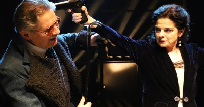 «Έντα Γκάμπλερ» του Ίψεν σε σκηνοθεσία Νίκου Καμτσή στη σκηνή του στο θέατρο Τόπος Αλλού