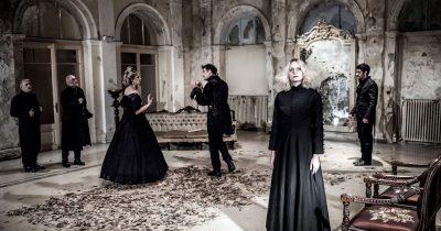 """""""Υβόννη"""", μία προσέγγιση στο έργο του Βίτολντ Γκομπρόβιτς, σε σκηνοθεσία Μιχάλη Γιγιντή - Παράταση παραστάσεων στο Μπάγκειον"""
