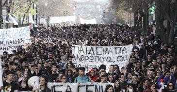 Η απαγόρευση των διαδηλώσεων και ο «εσωτερικός εχθρός»