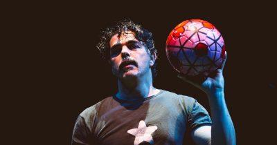 FOOTBALL το παιχνίδι της ανθρωπότητας του Θανάση Τριαρίδη, στο θέατρο act
