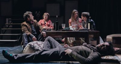 Θέατρο Σταθμός: συνεχίζει τις οnline προβολές παραστάσεων με τις «Φυλές» της Νίνα Ρέιν