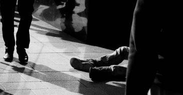 """Θεσσαλονίκη: Καταγγελία της ΑΡΣΙΣ για επιβολή προστίμων """"άσκοπης μετακίνησης"""" σε άστεγους"""