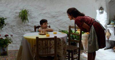 «Πόνος και δόξα» του Αλμοδόβαρ: Το γνώριμο που δεν γίνεται τελικά οικείο