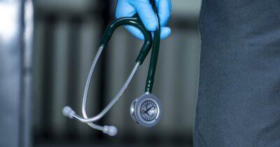 Αιφνιδιαστική τροποποίηση του εξεταστικού συστήματος των υπό ειδίκευση ιατρών, χωρίς πρόταση αναβάθμισης της εκπαίδευσης τους