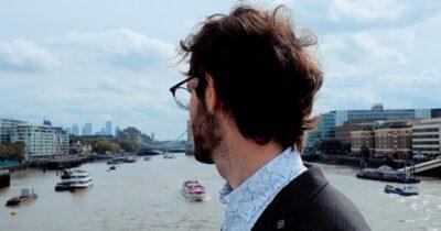Live Streaming από Λονδίνο: Ο Billy Pod με το νέο σχήμα του
