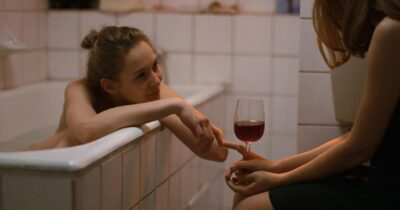 «Κουβέντες για ένα ψηλό κορίτσι» - Πότε αρχίζει να χάνεται η δυνατότητα στην αγάπη ανάμεσα σε δύο ανθρώπους χωρίς να το αντιλαμβάνονται;
