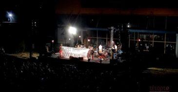 """""""Καμία άλλη δολοφονημένη"""" - Παρέμβαση για τις γυναικοκτονίες, στη συναυλία της Νατάσσας Μποφίλιου στην Πάτρα"""