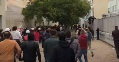 Θεσσαλονίκη: Νέα επίθεση από ακροδεξιούς σε συγκέντρωση έξω από το σχολείο στη Σταυρούπολη