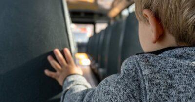ΟΙΕΛΕ για εγκατάλειψη νηπίου σε σχολικό: Οι εξοντωτικές συνθήκες εργασίας στην ιδιωτική εκπαίδευση θέτουν σε κίνδυνο την ασφάλεια μικρών παιδιών