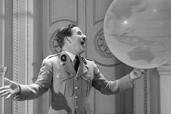 «Ο μεγάλος δικτάτορας» - Η ανελέητη σάτιρα του Χίτλερ από τον Τσάπλιν, όταν τα δυτικά κράτη είχαν διπλωματικές σχέσεις μαζί του